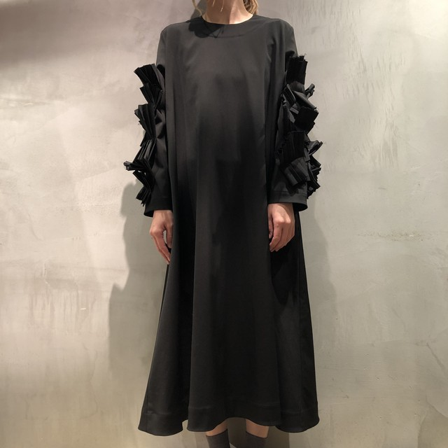 nancy stella soto / Long sleeve dress with plests(black)