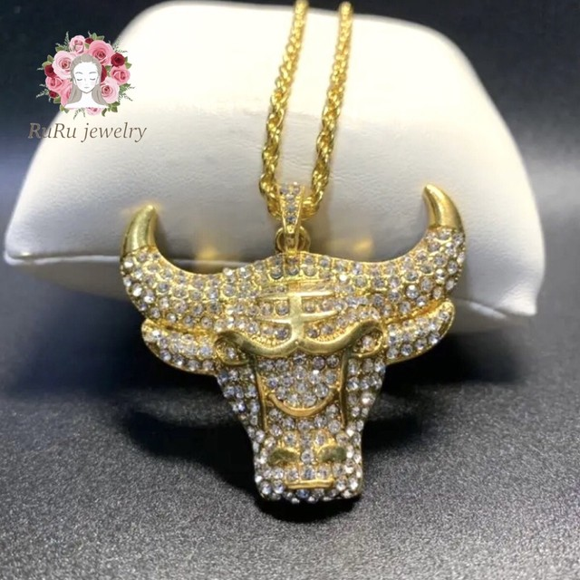 bull fighting(necklace)