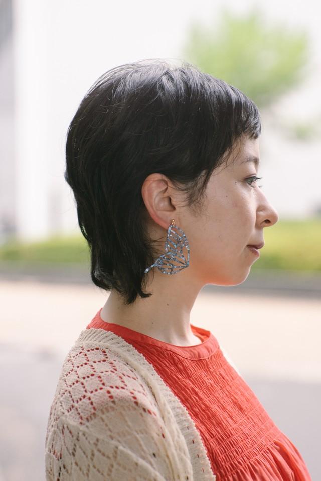 『kihaku』オオルリアゲハ ピアス・イヤリング 片耳 (白蝶貝)