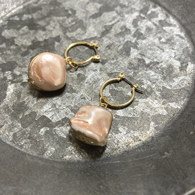 Hoop and shell titanium earrings