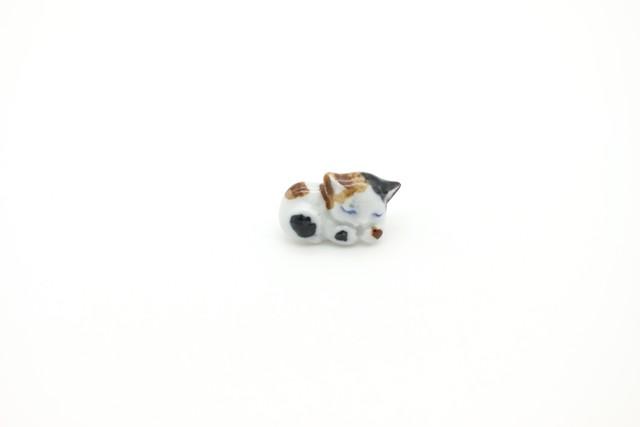 有田焼 ブローチ 眠り猫 1