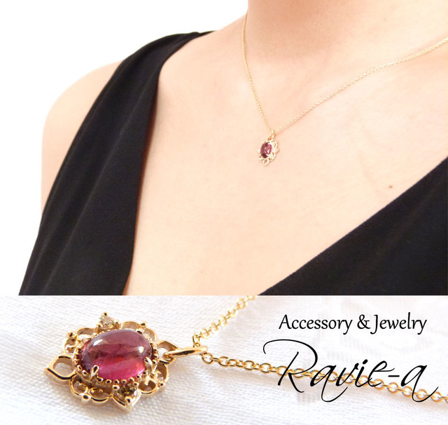 アラベスク調の繊細なフレームにダイヤモンドを2石添えた透明感のあるピンクトルマリンが美しいアンティーク風デザインネックレス