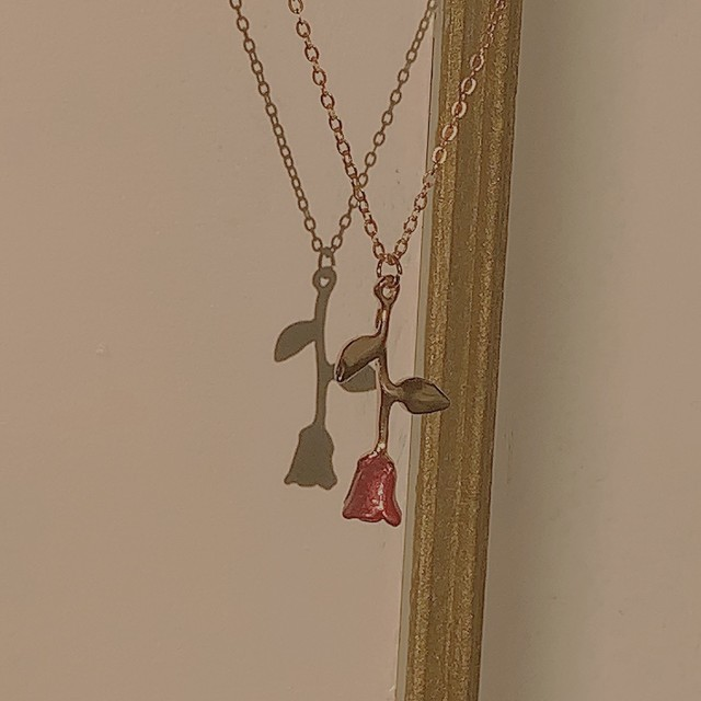 necklace with rose pendant in gold
