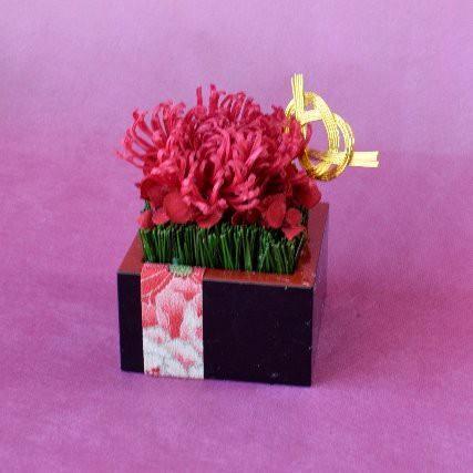 お正月の花飾り 紅い菊