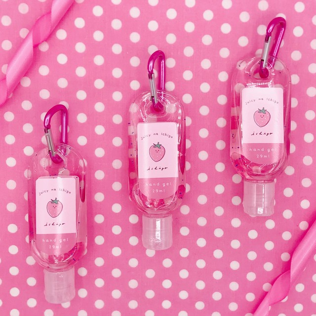 ♡携帯用カラビナ付きハンドジェル イチゴの香り♡