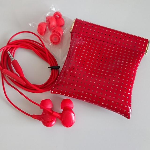 赤のイヤホン カナル型 ☆ おしゃれなケース付き