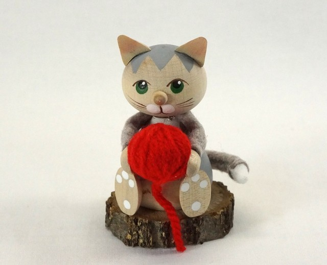 06 Kniting Cat01