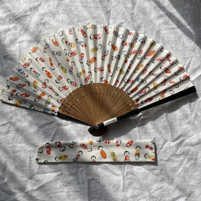 【再入荷】こけしちゃんの扇子 布製 扇子袋付き 夜長堂 レトロ こけし 夏小物 熱中症対策 夏のプレゼント