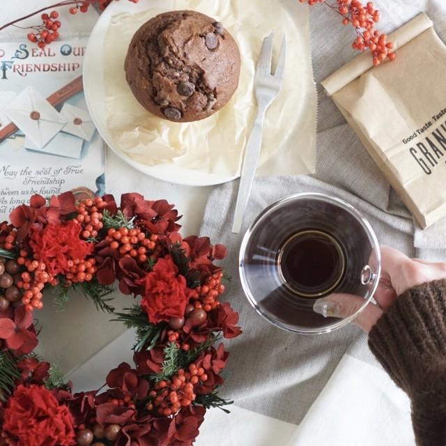 還暦のお祝いプレゼントにも♡華やかな赤のカーネーションリース