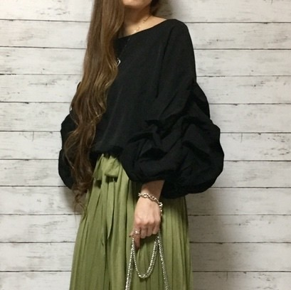 くしゅくしゅ ボリュームスリーブ ブラウス(black)