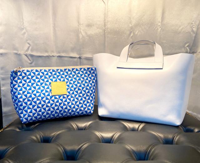 <021> ホワイト × ブルー ポーチ付き トートバッグ