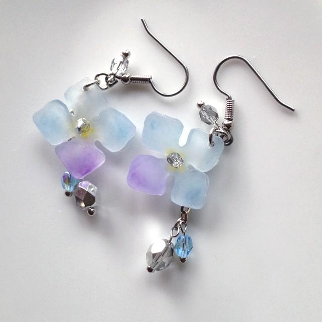 変り咲き紫陽花のピアス ブルー イヤリングに変更可