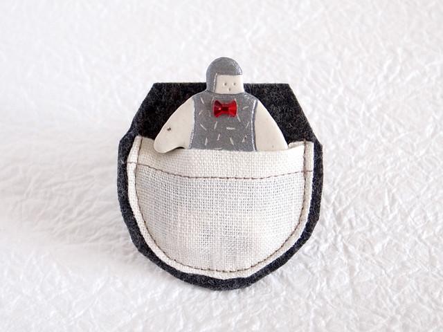 ポケット in オヨヨちゃんブローチ(コズミックリボン)【受注制作】