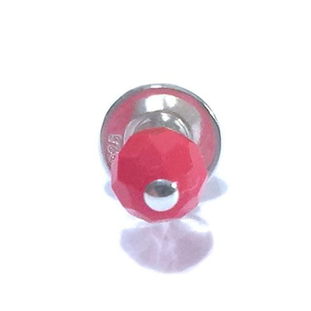天然素材の小さなピアス(赤珊瑚/シングル) ☆数量限定品
