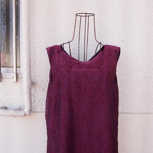 Sleeveless embroidery dress