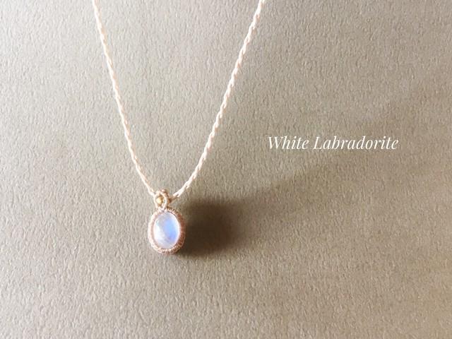 ホワイトラブラドライト macramé necklace