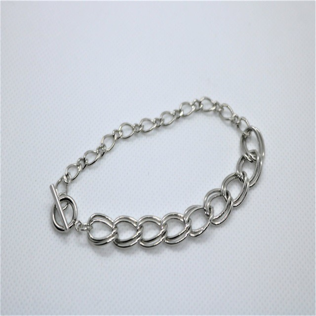 Half Silver Chain Blacelet(Remains to be)