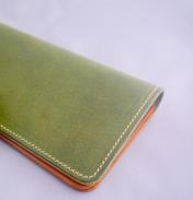 イタリアンレザーの長財布 (カーキ×ブラウン)