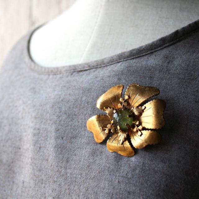 【BASE Mag.掲載商品】大きなお花のブローチ オリーブ 緑:真鍮 ガラス アクセサリー ハンドメイド ビンテージ ヴィンテージ アンティーク