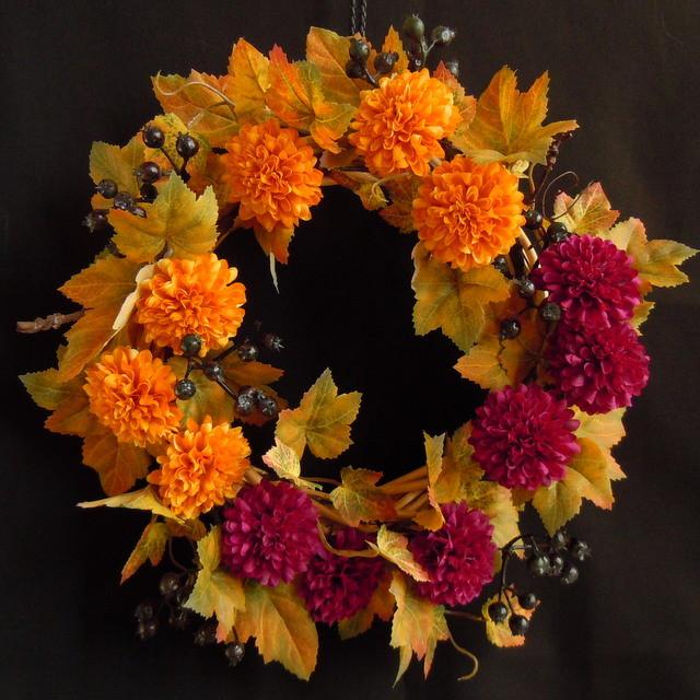 ポンポンマムとサンキライのリース 「秋色日和」