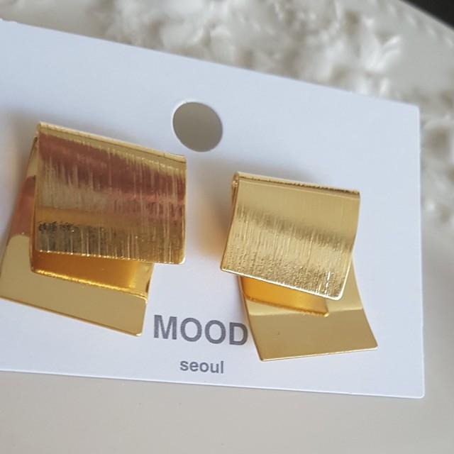 ピアス CE-73 Ribbon Gold