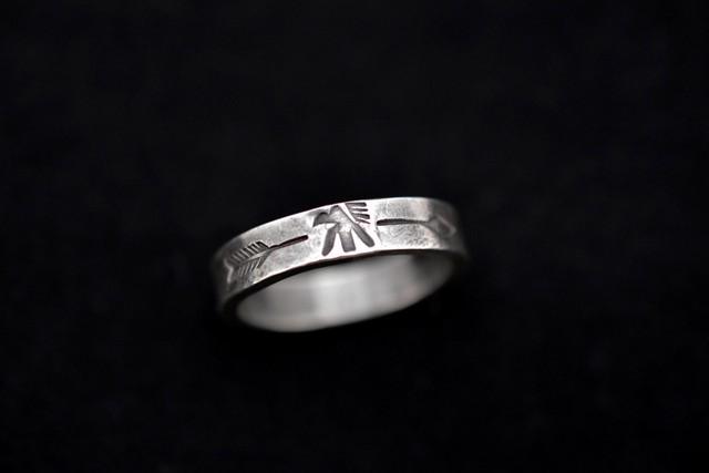 Luck thunderbird x arrow ring
