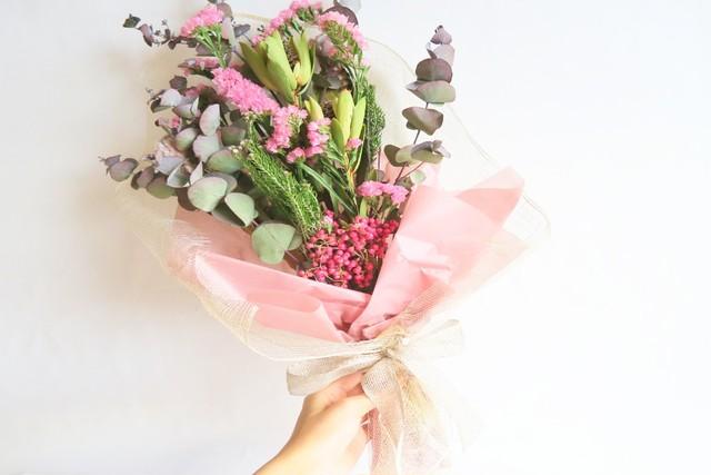 オーロラピンクのスワッグ花束❁