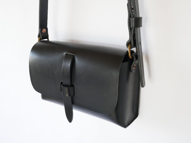leather shoulder bag <OIL Bread>