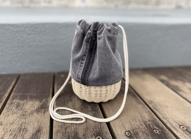 Type custom Denim basket bag Black デニムリメイクバッグ デニムかごバッグ かご巾着 ラタン かごバッグ 古着リメイク サスティナブル