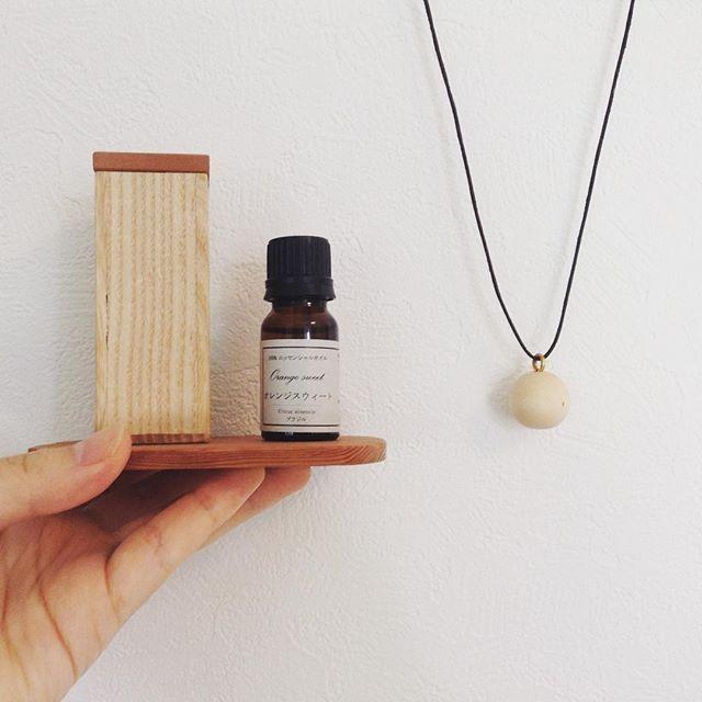 木製ペンダントとディフューザーで、ナチュラルな香りをいつもそばに。