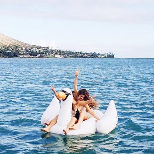 アメリカ西海岸のオシャレでハッピー☆な浮き輪で水辺で差をつけちゃおう!