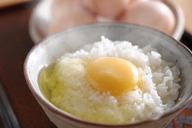 ああ!レモンイエローに光り輝く「永光農園」の卵が美味しそうでしょうがないよ!