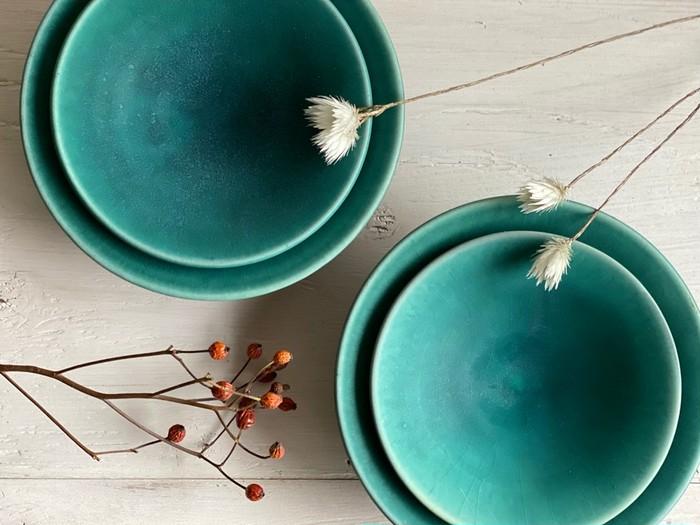 昇陽窯オリジナルカラーの浅鉢(#碧)食卓の中心において華やかさを演出できます♬