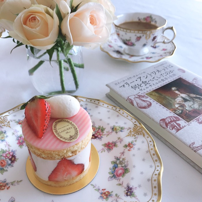 英国貴族御用達のカップ&ソーサーで、最高に優雅なティータイムを