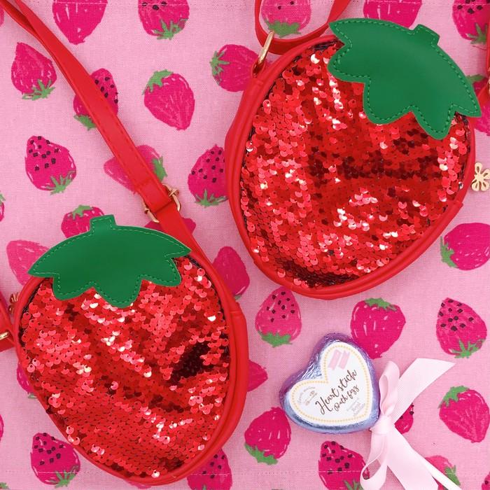 <お子様用☆>キラキラ♡スパンコールいちごショルダーバッグが入荷しました。
