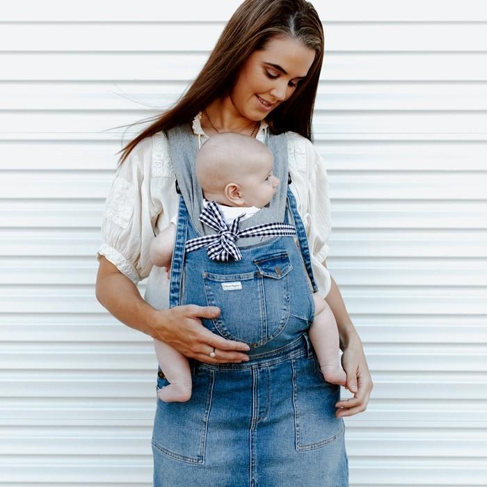 《着る抱っこ紐マムジー》ママのオーバーオールがそのまま抱っこ紐に!赤ちゃんとのお出かけが楽しくなる♡