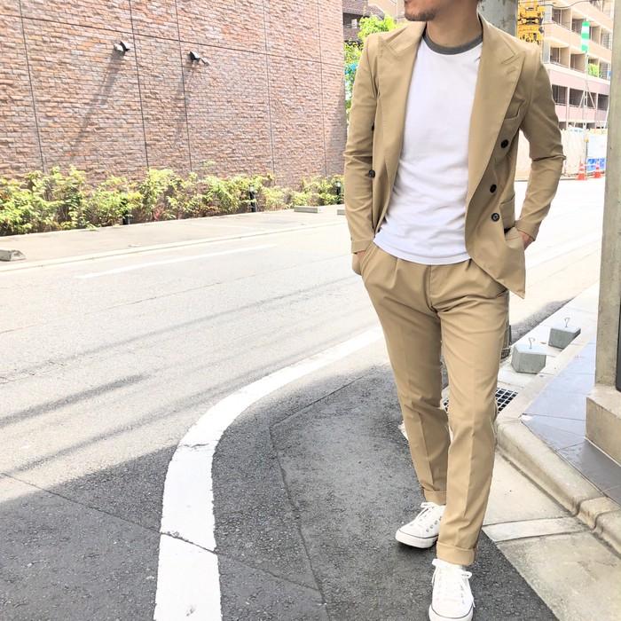 スーツを着ない人のスーツ ベージュツイルアンコン6釦ダブルセットアップスーツ