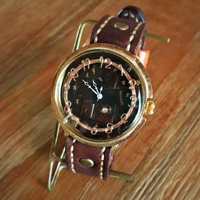 世界に一つだけ。レトロな手作りの腕時計はどうですか?