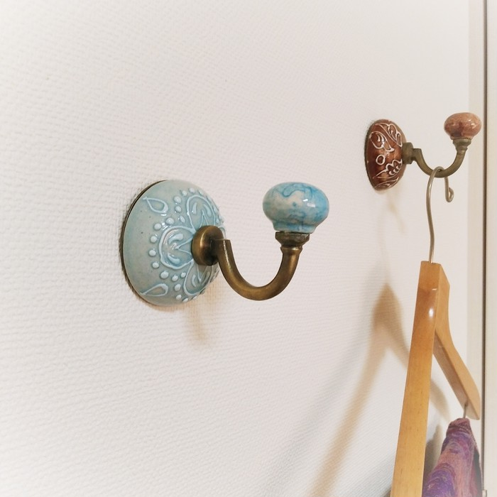 見せる収納・飾る収納に!インドの陶器でできた壁掛けフックがシンプルでおしゃれ!!
