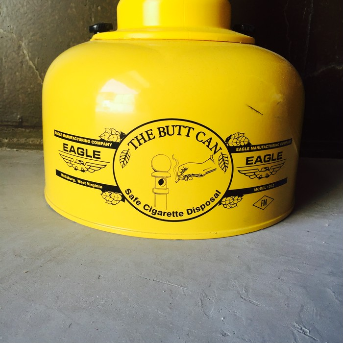 屋内でタバコが吸えない肩身の狭い方々へ。オシャレなスタンド灰皿『THE BUTT CAN』