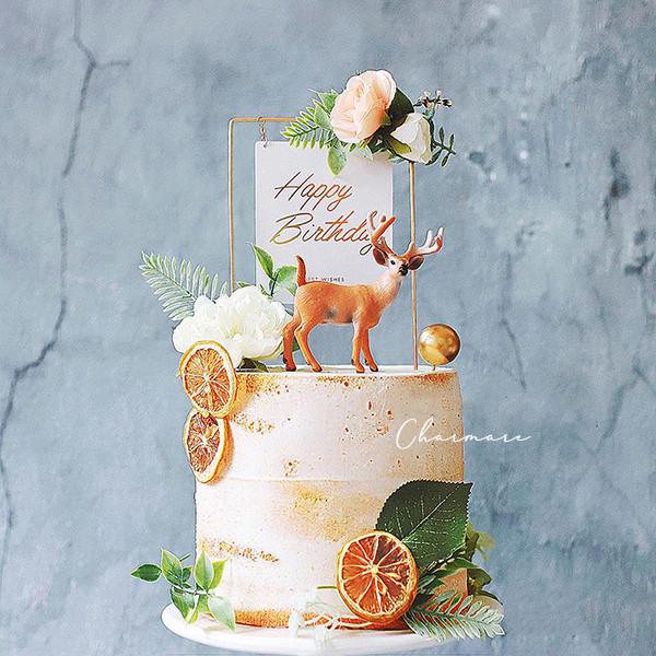 お好みのケーキ・デコレーションと合わせて豪華*.ゴールドフレームケーキトッパー
