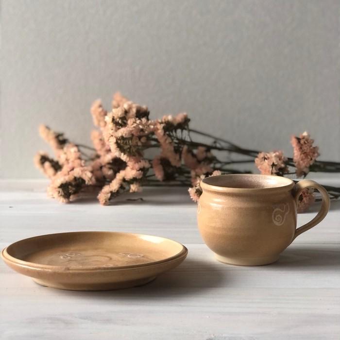 萩焼らしさ土の優しさが感じられティータイムがより一層癒しの時間に 琵琶色のカップとソーサー