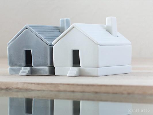 オブジェ…と思いきや!煙突、屋根、外壁、床がそれぞれ箸置きになるんです。