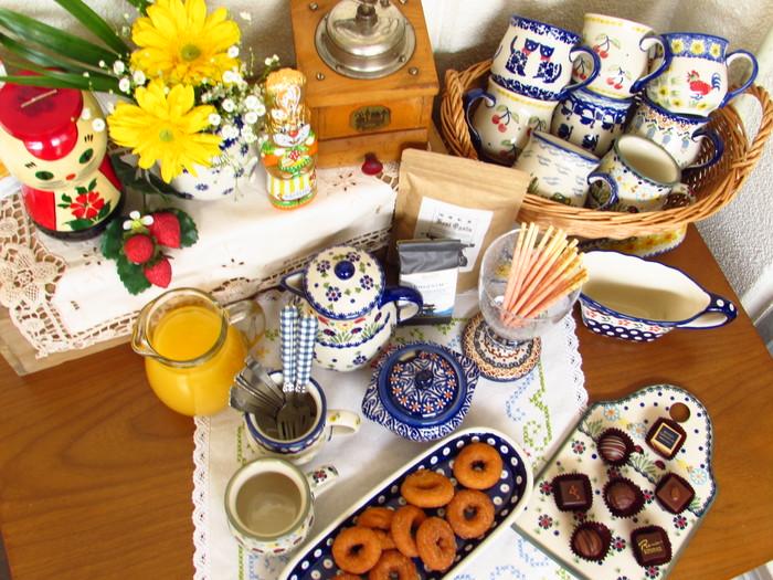 絵柄のかわいいポーリッシュポタリーのお皿でテーブルを飾ろう