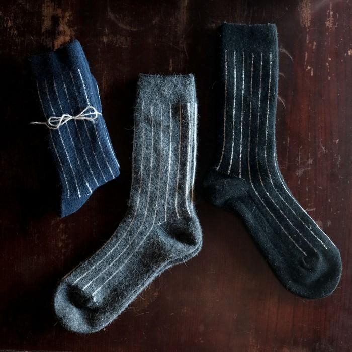 【体に温もり心に安らぎ天然素材メンズ衣市】シルクとアンゴラ靴下で、軽やか朗らかに冬じまい。