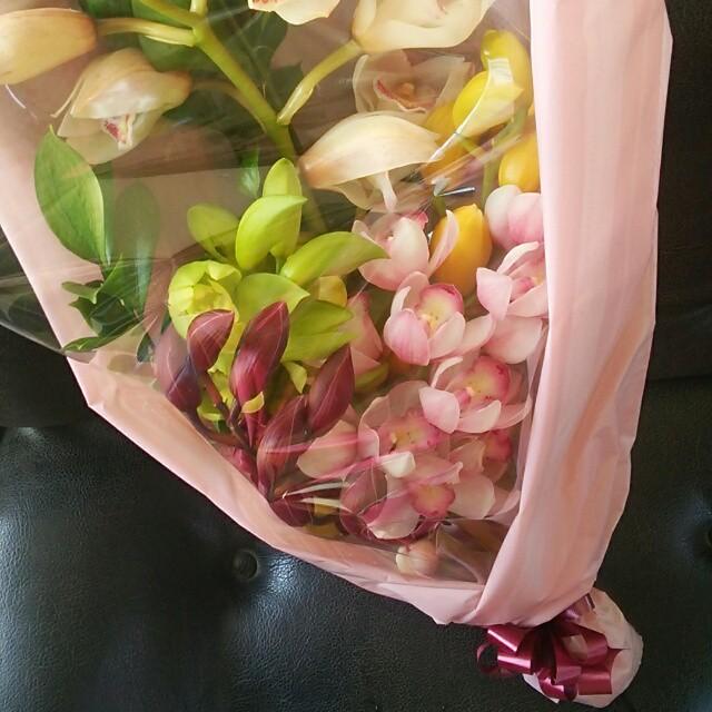 あの頃の10倍の気持ちでハートを贈る。シンビジュームの花束