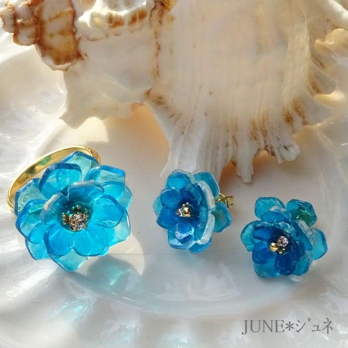 夏にぴったり、透き通ったブルー系の手作りのピアス