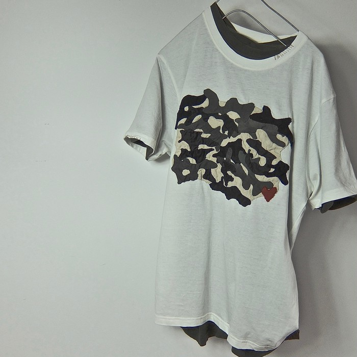 モチーフや単語やアートを刷っただけのTシャツに、 物足りなさを感じる人ヘの、選択肢の1枚