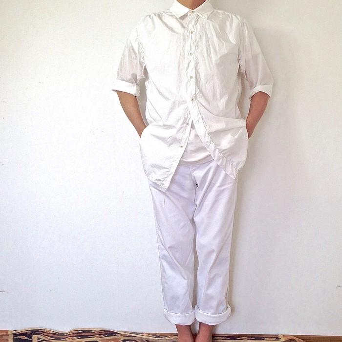 白が一番似合う季節に向けて。洗練された白いシャツ