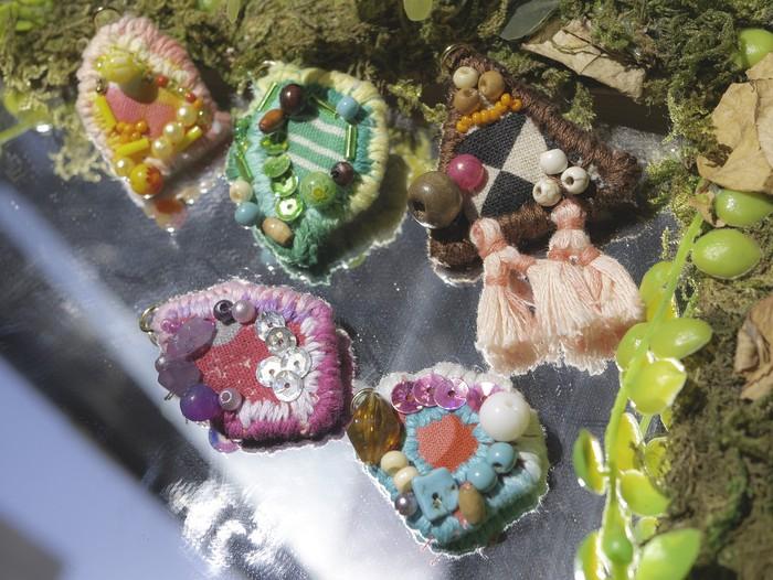 森で見つけた宝石!?個性的な耳元を彩るアクセサリー